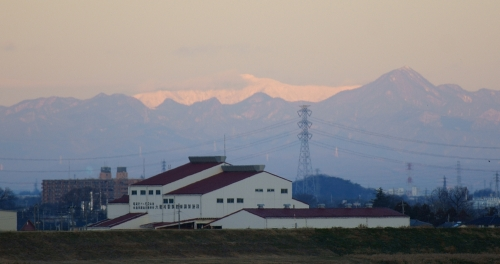 Another distant white peak, this one to the right of Asamayama. The map suggests that the only big mountain out this way is Azumayasan 四阿山.
